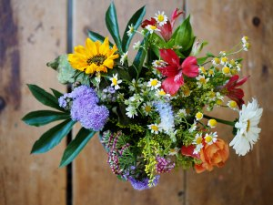 Blog bouquet of flowers by Amelie Ohlrogge on Unsplash